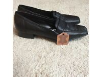 Black lather shoes, New, Size 5/38 F