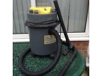 Wet or dry vacuum cleaner