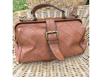 Womens leather handbag/shoulder bag - Quality leather+lined - Brown in Good Condition
