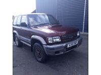 breaking red isuzu trooper 3.1 turbo diesel swb manual 4x4 parts spares leather