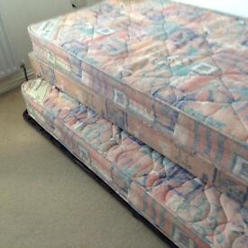 Ex condtion single bed with pull out bed