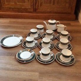 ELIZABETHAN LUCERNE VINTAGE CHINA TEA SET