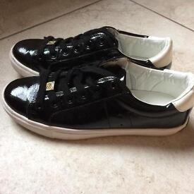 Juicy couture black shoes in excellent condition