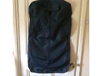 Clothes/suit carrier