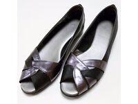 Ladies shoes – TLC