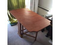 Folding table in wood + 2 chairs