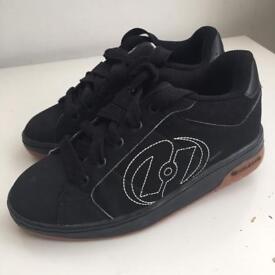 Black Heelys size 2