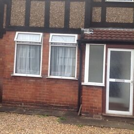 NEWLY DECORATED CLEAN FRIENDLY HOUSE OFF STREET PARKING GARAGE TO REAR FULLY FURNISHED