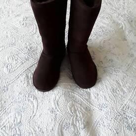 Sheepskin boots by Bear paw size 5
