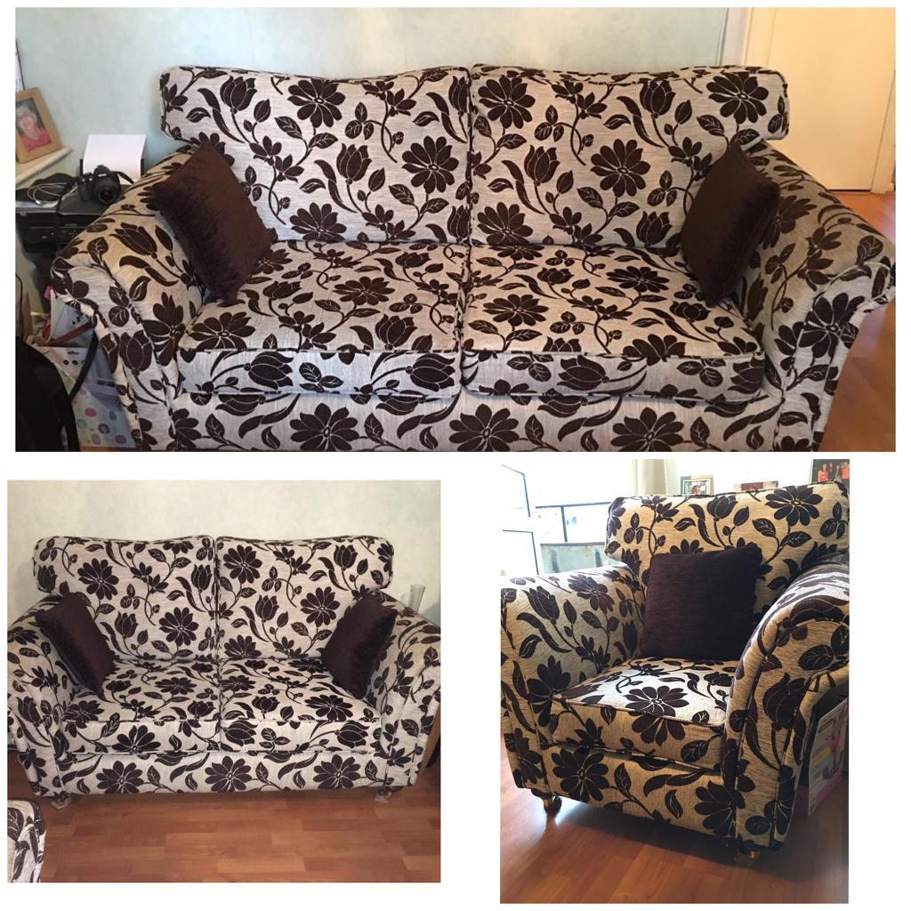 Fl Pattern Fabric Sofa Set 3 2 1 Very Good Condition Amazing Value Urgent In London Bridge Gumtree