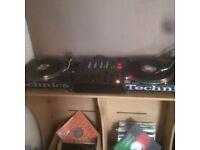 Technics 1210, Pioneer DJM 600 & 2x Alesis M1 Active Monitors.