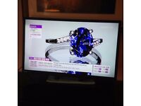 TOSHIBA 32 INCH LCD TV WITH WALL BRACKET AND REMOTE CONTROL.