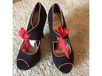 Size 5 vintage looking shoes
