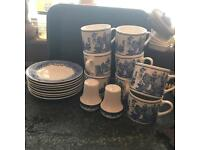 8 Blue Willow Pattern Cups ᵃⁿᵈ Saucers ᵃⁿᵈ Salt ᵃⁿᵈ Pepper