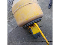 Cement mixer fully working, (Master Mix MC130 )