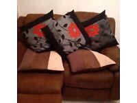 Very Comfy English/BridgeWater Style Reclining Sofa with plenty of cushions!