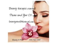 QUALIFIED BEAUTY THERAPIST