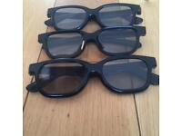 x3 pairs of 3D glasses