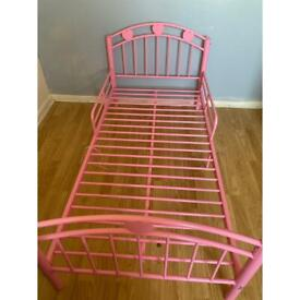 Toddlers bed frame