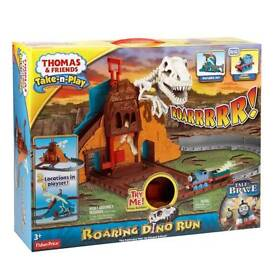 THOMAS AND FRIENDS THOMAS THE TANK ENGINE TAKE AND PLAY DINO RUN BRAND NEW & BOXED