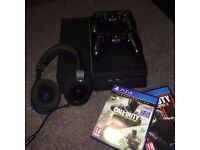 Playstation 4, 2 controllers, headset and games