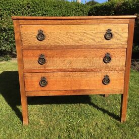 Small oak chest with 3 drawers