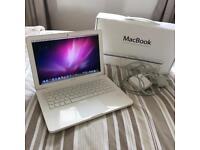 "Apple MacBook White 2009 13.3"" Screen Laptop (Runs perfectly!)"