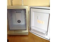 Portable fridge ~ Thermolelectic cooler / warmer car camping student office
