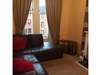 FLAT SHARE Double Room, lovely 2 bedroom flat, 2 mins walk to Rail Station, city centre in 9 mins.