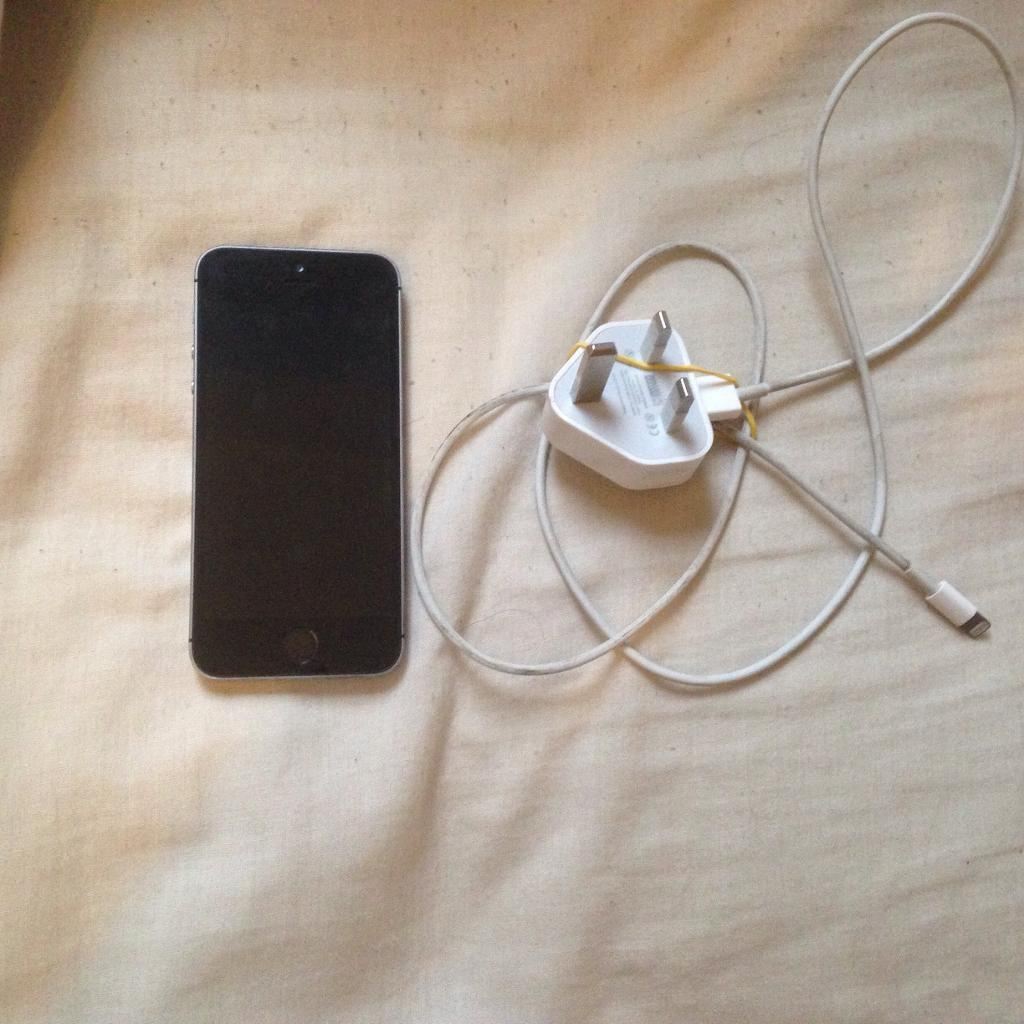 APPLE IPHONE 5S 16GB GOOD CONDITIONin Bolton, ManchesterGumtree - Apple iPhone 5s 16gb in space grey. On o2,giffgaff and tesco. Comes with charger, fully working