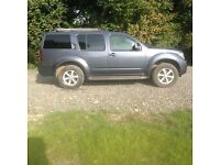 4x4 grey 7 seater Nissan Pathfinder Aventura 2.5, sat nav and reversing camera