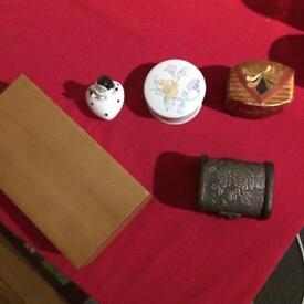 Selection of jewellery / trinket boxes