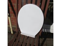 Toilet seat inc fixings , soft close , barely used.