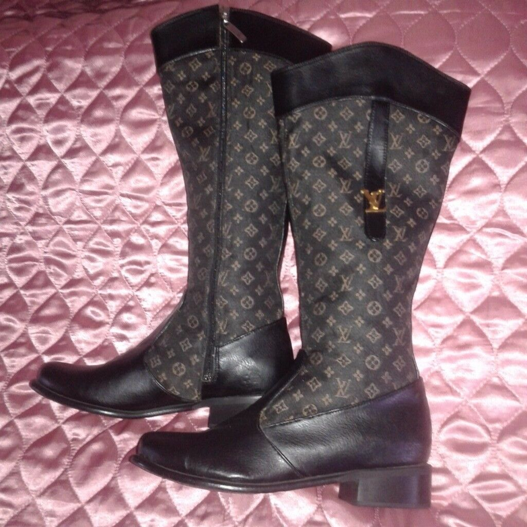 Ladies boots size uk4