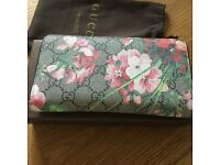 Gucci blooms purse with box