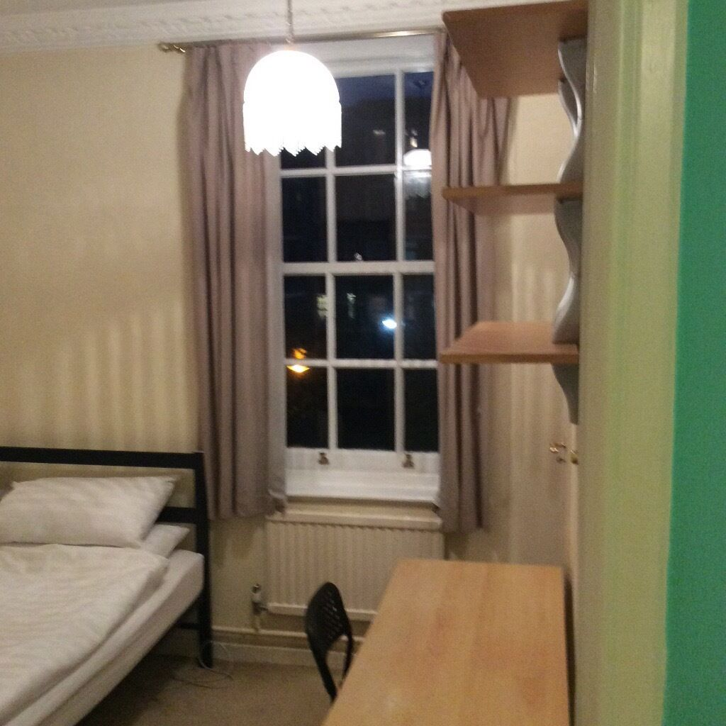 Single Bedroom Bright Single Bedroom In Notting Hill Clarendon Road London W11