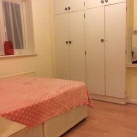 Double bedroom in barking DEGENHAM