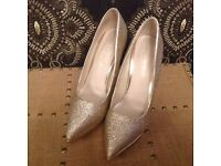 Aldo pale gold glittery shoes size 5/38 worn once, excellent condition