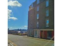 Bright and cheerful budget bedsit ideal for Dundee Uni and Ninewells hospital.