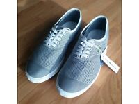 NEW with BOX & TAGS Lacoste Mens Silver Grey Straightset SPM Canvas Shoes Trainers Size UK 8 / EU 42