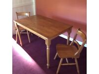 Pine Tablet plus 2 Chairs