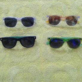 4 Pairs of wayfarer sunglasses shades in various colours, all top brand.