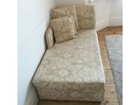 Chaise Longue/pull out double bed, with scatter cushions, in very good condition
