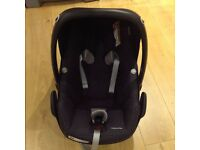 Maxi Cosi Pebble Plus car seat with Isofix Base