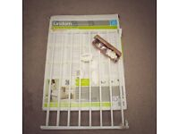 Lindam metal extending wall fixed safety gate