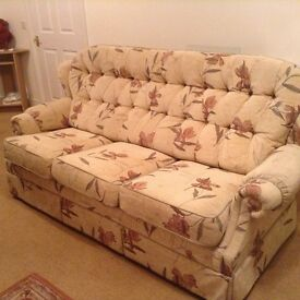 Three piece suite in excellent condition