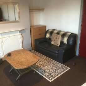 studio flat for rent £400pm inc all bills