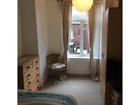 1 Double Bedroom in renovated house in Heaton