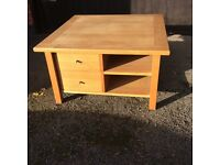 Solid Oak coffee table in gpod condition