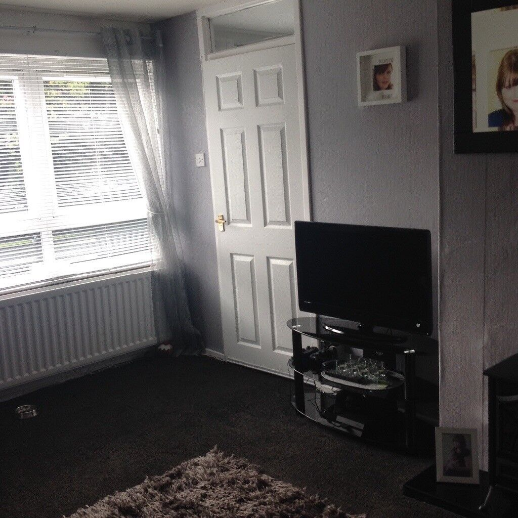 3 bedroom house with garden and seperate dining room